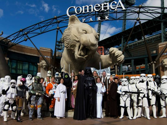 635851817038419709-09192015-Detroit-Tigers-STAR-WARS-Night-Group-Photo.jpg