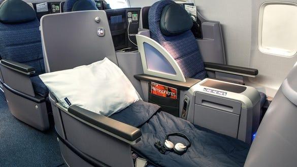 united ps lie flat seat