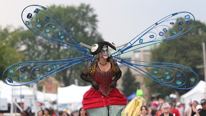 A strolling dragonfly performer at the 2013 NYS Fair.