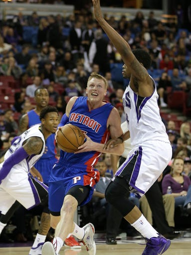 Detroit Pistons forward Kyle Singler, center, drives