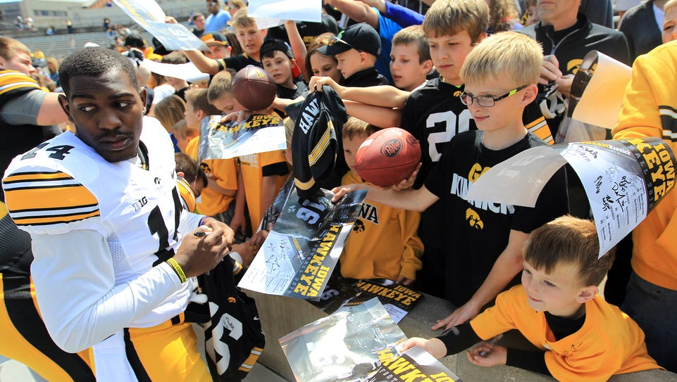 Iowa cornerback Desmond King aims to become more of