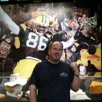 Manitowoc native finds his photo in football HOF