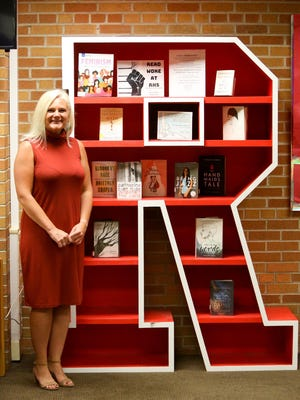 Roosevelt High School Media Specialist Jennifer Flaherty recently won a $10,000 Sanford Teaching Award and plans to donate it back into two programs she helped create.
