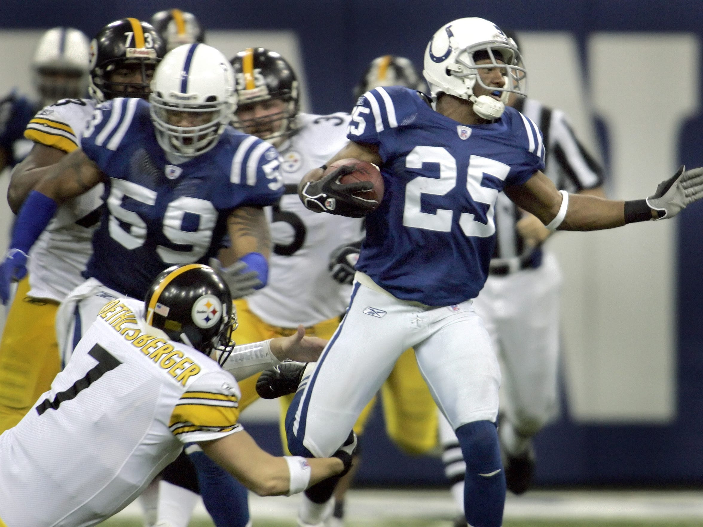 """""""A hell of a tackle,"""" Colts linebacker Gary Brackett says of Ben Roethlisberger bringing Nick Harper to the turf in the fourth quarter of their 2005 divisional playoff meeting at the RCA Dome."""