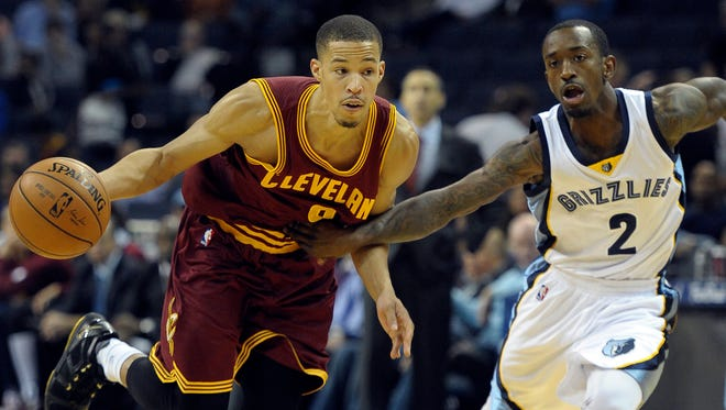 Cleveland Cavaliers guard Jared Cunningham (9) handles the ball against Memphis Grizzlies guard Russ Smith (2) during the second half at FedExForum.