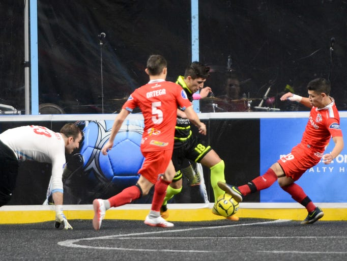Isaac Pereyra of the Milwaukee Wave beats Chicago Mustangs