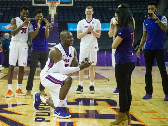 University of Evansville's Dalen Traore (15) proposes