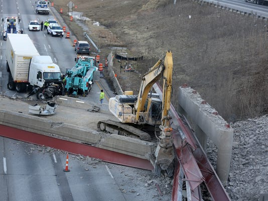 635586593199979331-hopple-collapse-dufour-