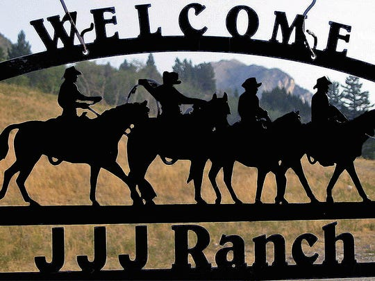 Detail Welcome sign at ranch