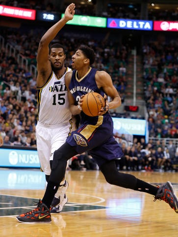 New Orleans Pelicans forward Anthony Davis (23) drives