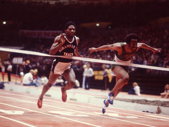 FEB 1982:  HOUSTON MCTEAR, LEFT, IN ACTION DURING THE