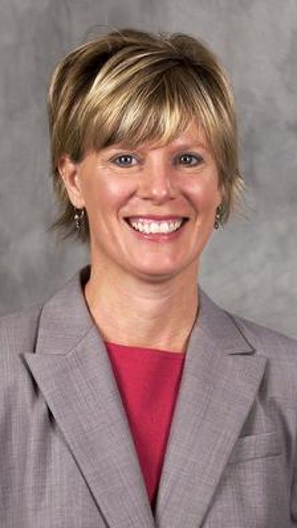 2004 photo of Principal Maria Clemons