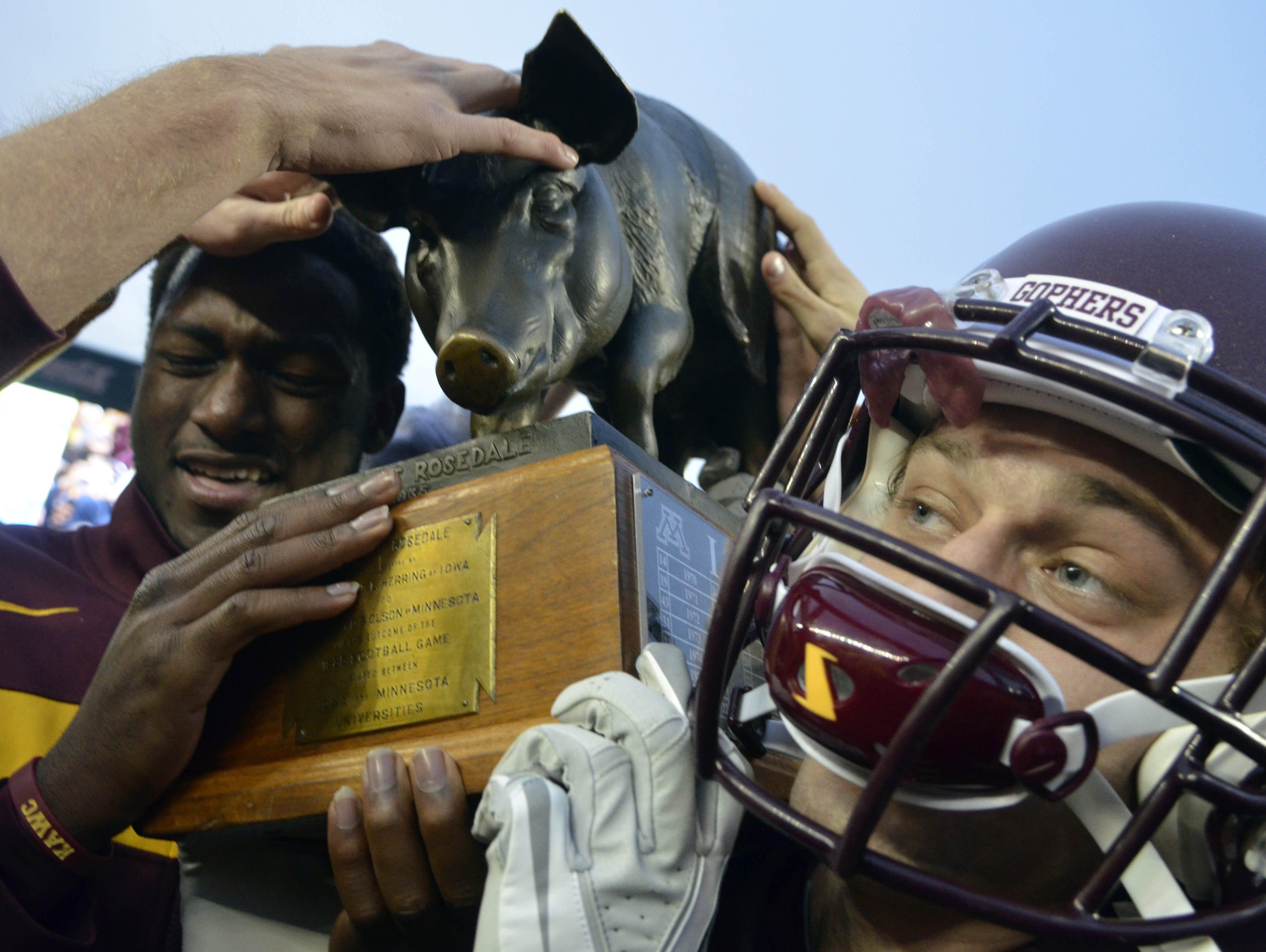 iowa u0026 39 s most famous pig  football hog floyd of rosedale  in honor of ozzie