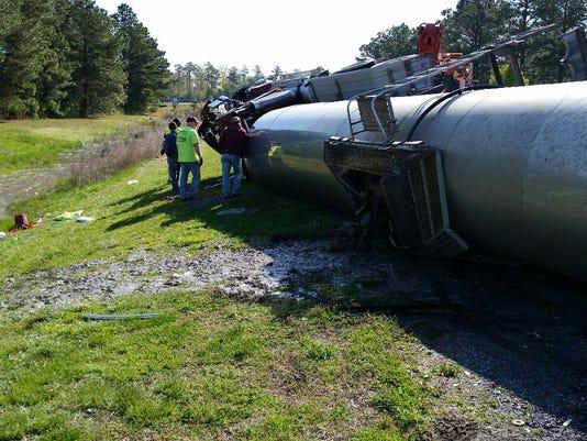 636607682645487292-overturned-tractor-trailer.jpg