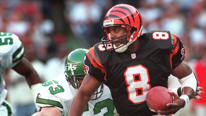 Bengals' QB Jeff Blake plays against the New York Jets at Cinergy Field Sept. 28, 1997.
