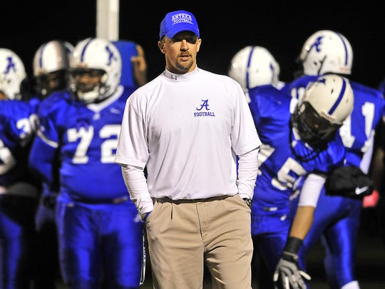 Former Antioch head coach Mike Woodward is now offensive coordinator at La Vergne. The Wolverines will play at Antioch Friday.