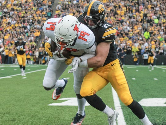 Iowa's Brandon Snyder hits Illinois tight end Louis