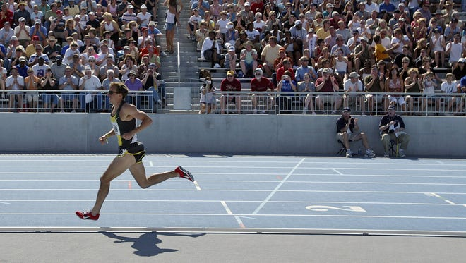Alan Webb on his way to a record setting 3:51.71 performance at the Drake Relays. Webb broke the old Drake mark of 3:55.26 set by Steve Scott in 1979 in 2007.