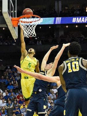 Oregon Ducks guard Tyler Dorsey (5) shoots as Michigan Wolverines guard Duncan Robinson (22) defends during the first half in the semifinals of the midwest Regional of the 2017 NCAA tournament at Sprint Center.