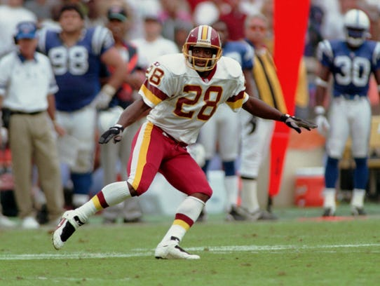 javelinas great darrell green presents lombardi trophy to