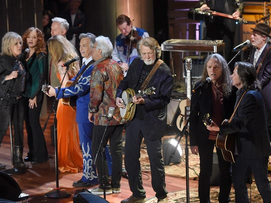 """Performers sing the finale, """"Will the Circle Be Unbroken,"""" at the 2016 Americana Music Honors and Awards Show at Ryman Auditorium in Nashville on Wednesday, Sept. 21, 2016."""