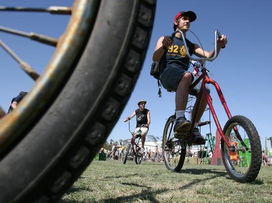 -Coachella bikes.jpg_20070612.jpg