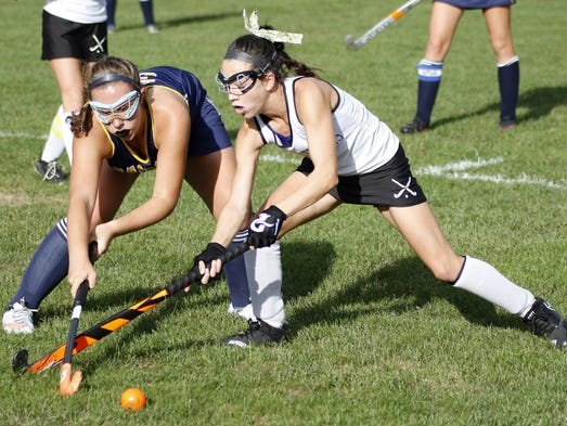 Lancaster Catholic's Alexis Howe tries to beat Elco's