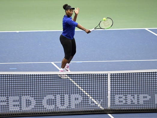 Serena Williams practices at the U.S. Cellular Center