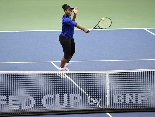 Serena Williams practices at the U.S. Cellular Center