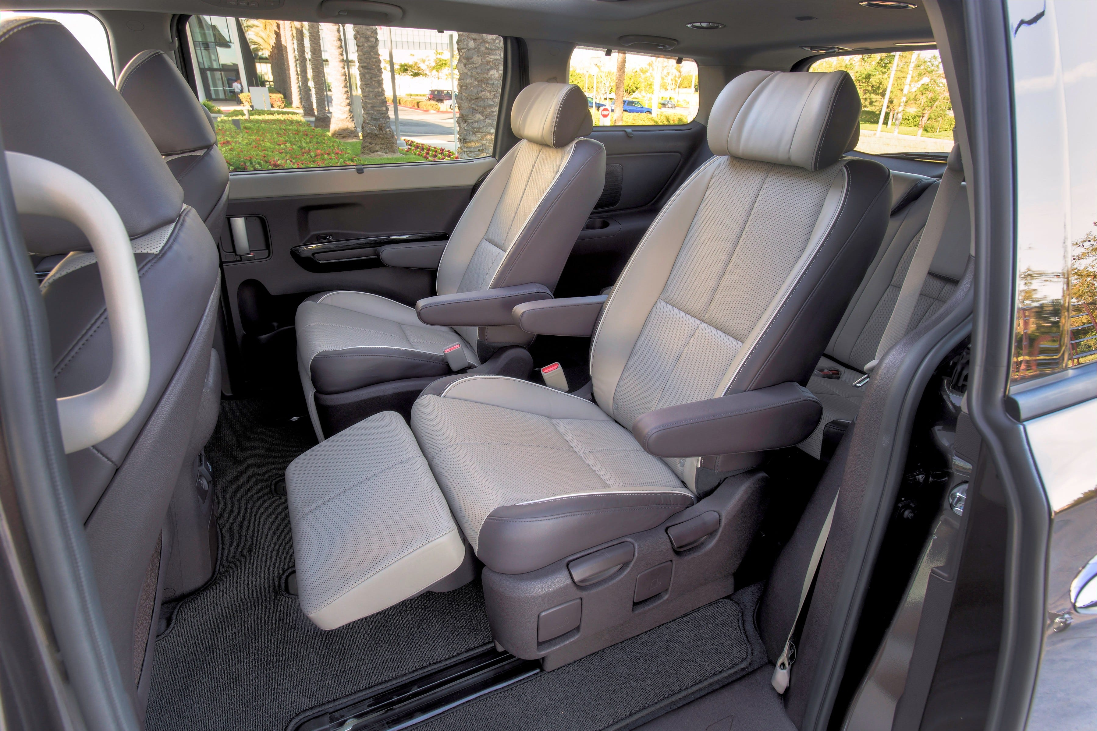 Second-row reclining lounge seats in high-end models & Test Drive: Kia Sedona van has 1st-class seating islam-shia.org