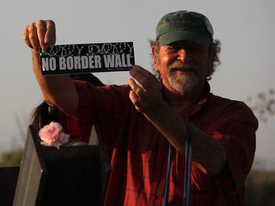 Las protestas en contra de un muro fronterizo con México no cesan en California.