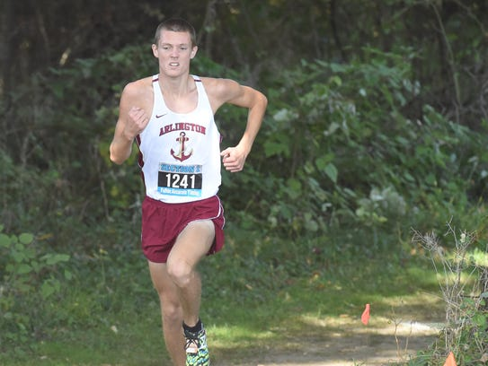 Arlington's Colin Waters rounds the final stretch during