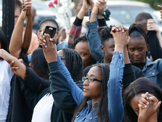 'She didn't believe in fighting,' says Howard High student who knew teen  who died Thursday. GIRL DIES IN SCHOOL BEATING