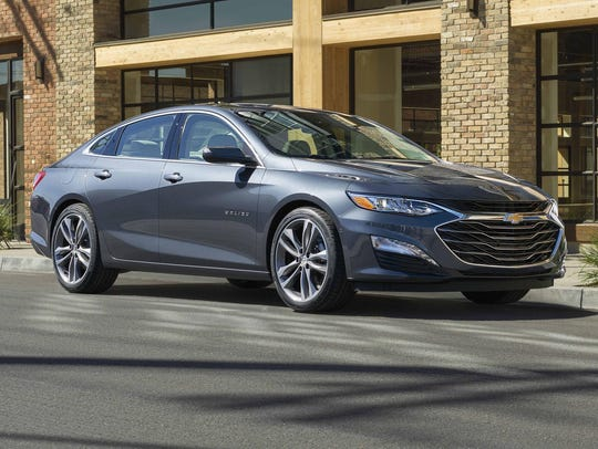 2019 Malibu Premier's front fascia, grilles and headlamps