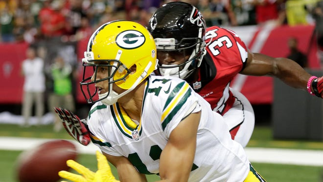 Green Bay Packers wide receiver Trevor Davis (11) catches a second quarter touchdown pass in front of Atlanta Falcons defensive back Brian Poole (34) at the Georgia Dome.