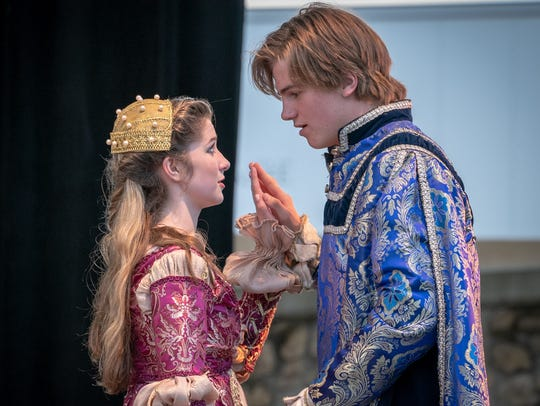 Miles Muir as Romeo and Melanie Applegate as Juliet