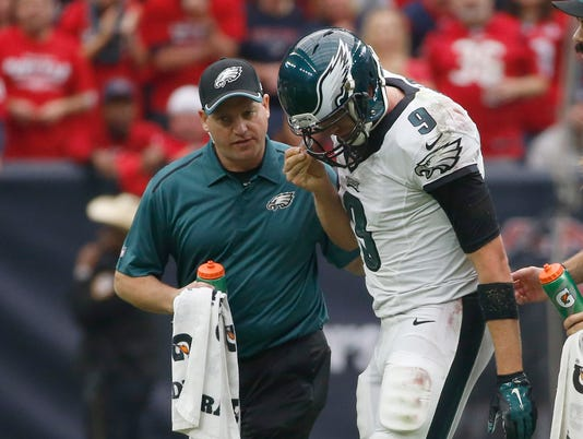 Eagles' Nick Foles out with broken collarbone