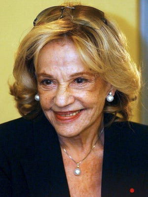 French actress Jeanne Moreau arrives for the premiere of the movie 'Time to Leave' in Budapest, Hungary, Nov. 19, 2005.
