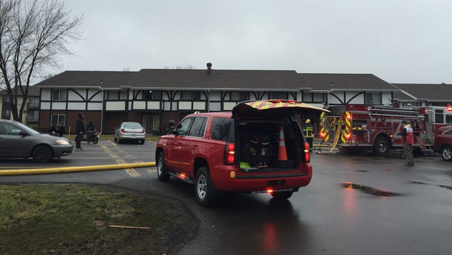 Crews extinguished a fire at a Grand Chute apartment building Monday morning.