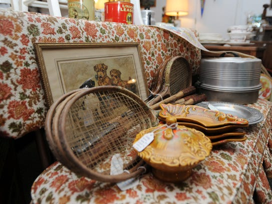 Squidbait and Maggie's Curiosity Shop sells antiques,