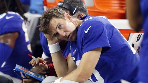 SNL zings benched Eli Manning with 'Weekend Update' joke