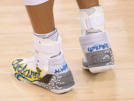 stephen curry auctions shoes to raise money for oakland