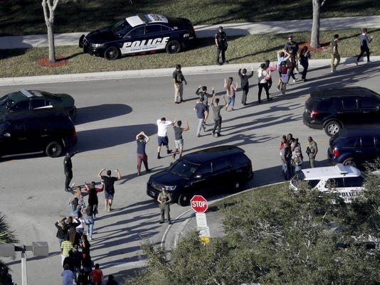 IMG_Florida_Shooting_Men_16_1_QLL7H6GS.jpg_20180220.jpg