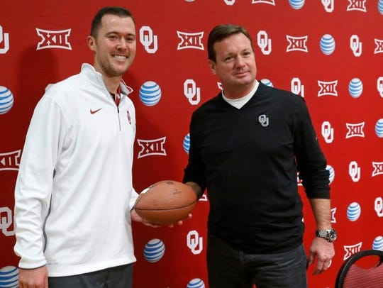 Bob Stoops (right) didn't leave the cupboard bare at