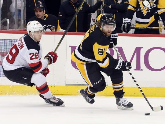 Pittsburgh Penguins right wing Phil Kessel (81) skates