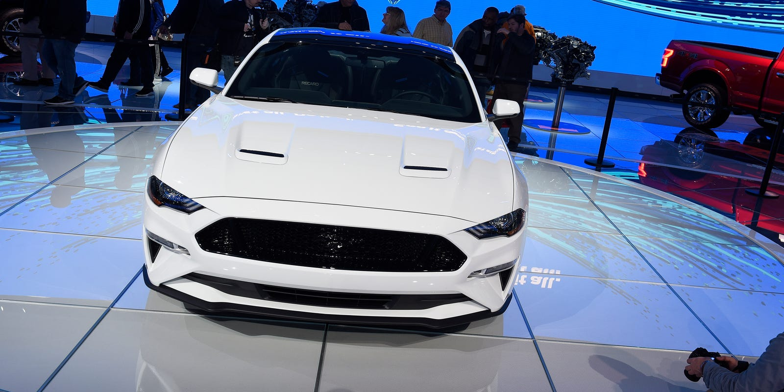Ford premieres refreshed 2018 Mustang