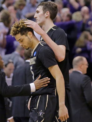 Vanderbilt's Luke Kornet, right, consoles guard Matthew