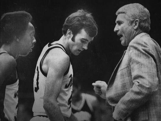 Iowa coach Lute Olson issues orders to Kenny Arnold