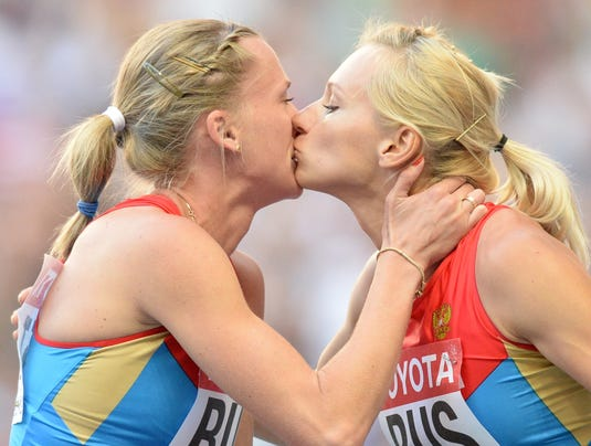 2013-8-17-russia-kiss-relay-worlds