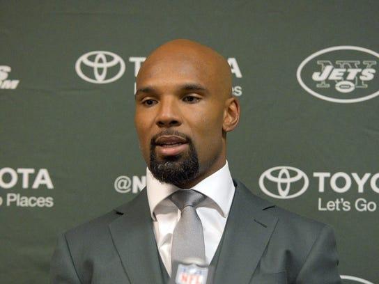 New York Jets running back Matt Forte (22)  talks to